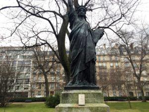 Die Kopie der Freiheitsstatue im Jardin du Luxembourg